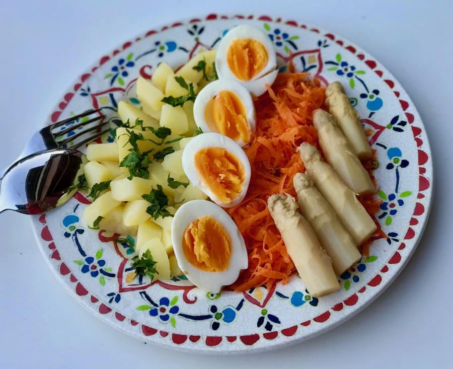 Ensalada De Patata Huevo Y Zanahoria Prácticamente cualquier hortaliza es apta para preparar una deliciosa ensalada como estas. ensalada de patata huevo y zanahoria